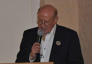 Der frisch gehrte Stifterpreisträger Toni Straeten bei seiner Dankrede.
